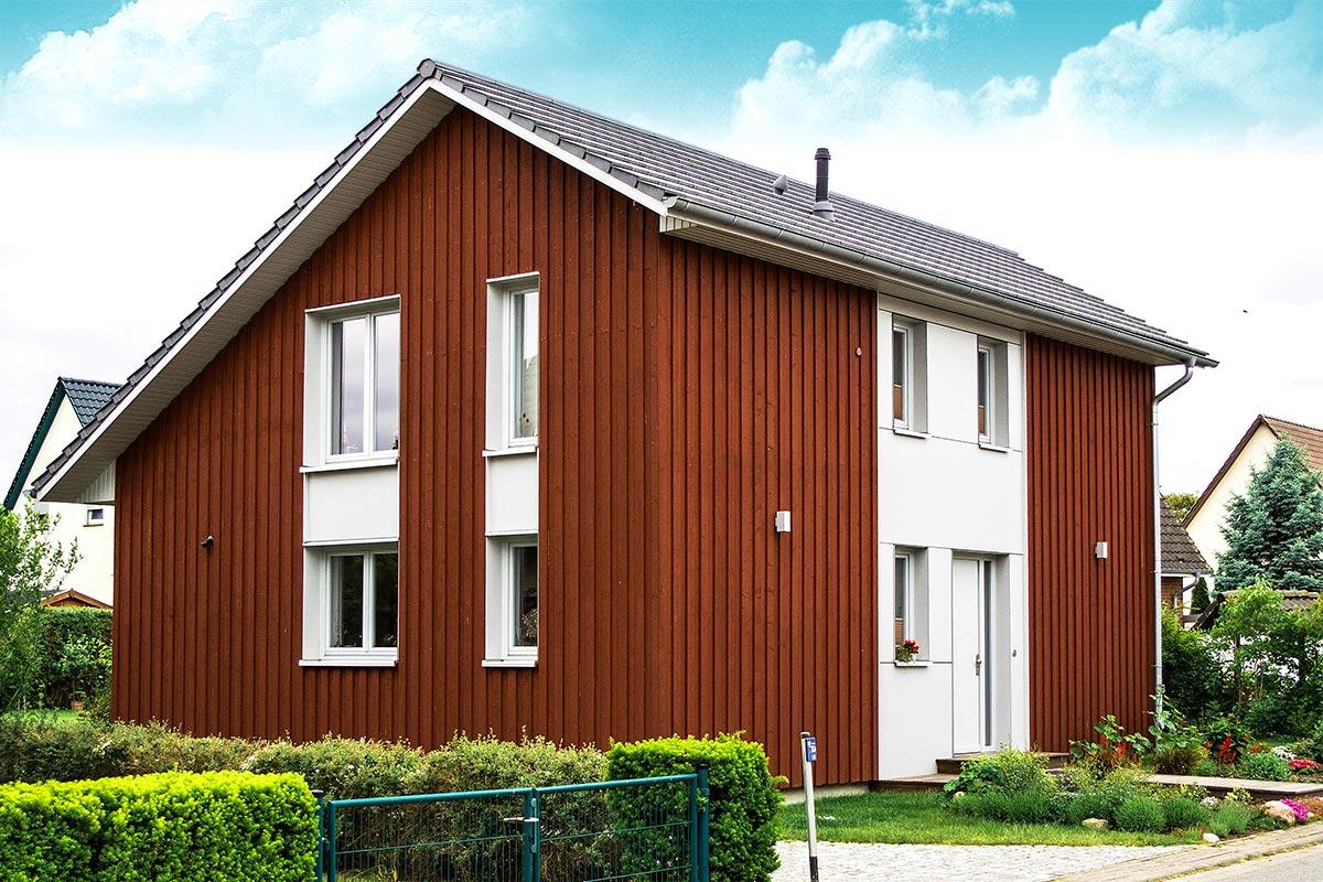 Neubau eines massiven Einfamilienhauses mit Holzfassade bei Greifswald
