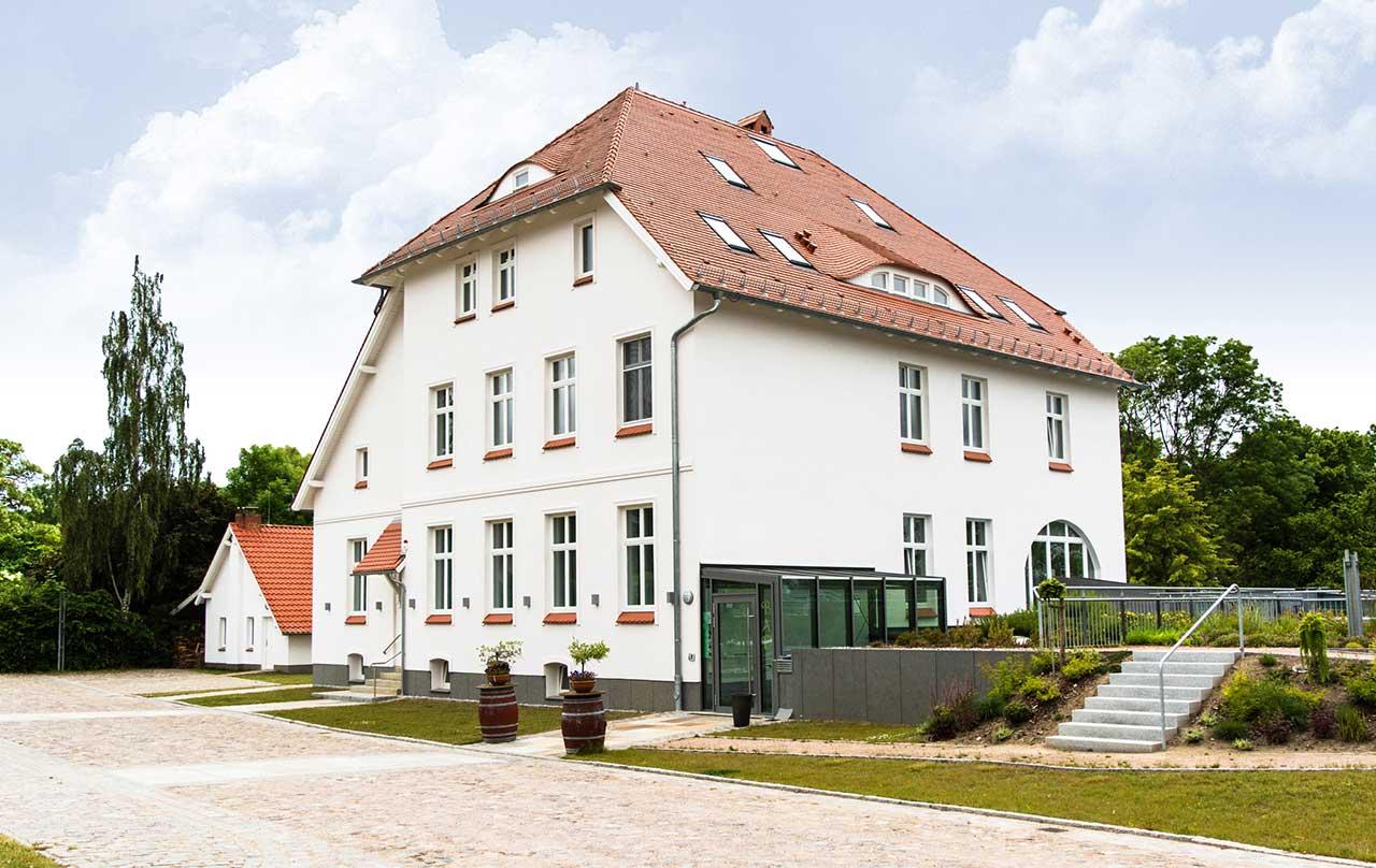 Sanierung-und-Umbau-eines-Gutshauses-zum-Hotel.-Gutshof-in-Liepen-bei-Anklam